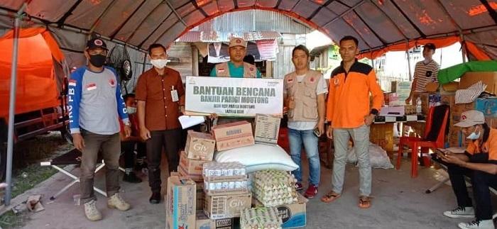 Bersama Laznas Umat, Bank Syariah Mandiri Salurkan Bantuan Kepada Korban Banjir Parimo